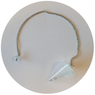 pendelen met een bergkristal kwarts pendel